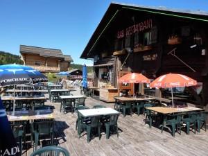 Le chalet des marmottes et sa grande terrasse orientée plein sud restaurant aux saisies