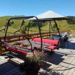 Repas en télésiège sur la terrasse des marmottes