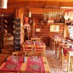 Salle de restaurant du bas du chalet des Marmottes aux Saisies